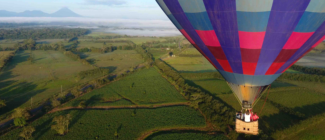 Travel in the skies of Costa Rica in a balloon
